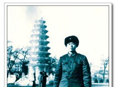 1982年岸柳在哈尔滨第八届冰灯游园会留影